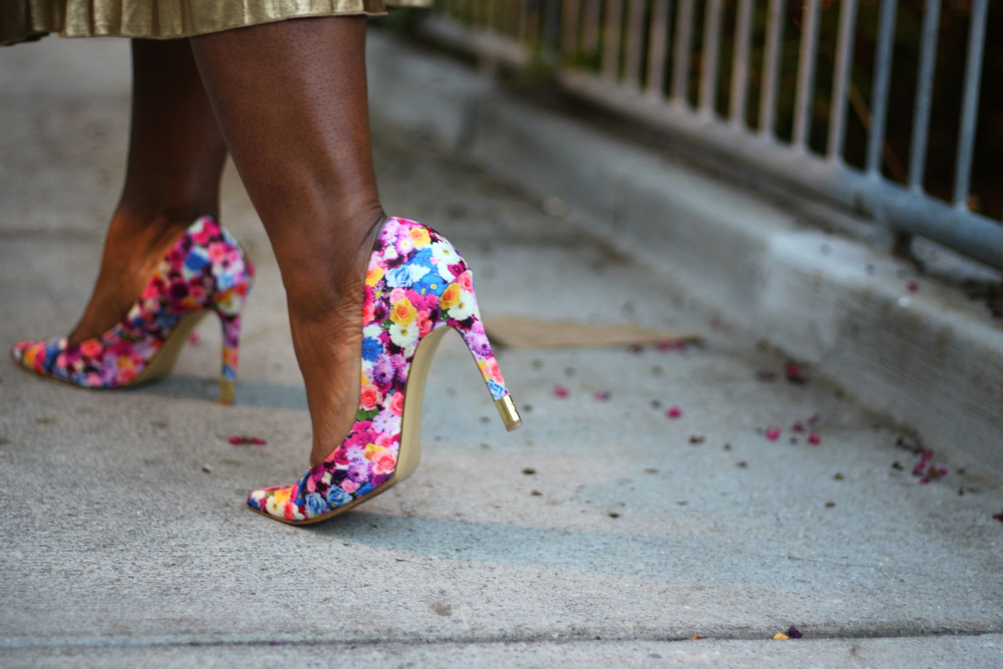 skirt floral pumps outfit